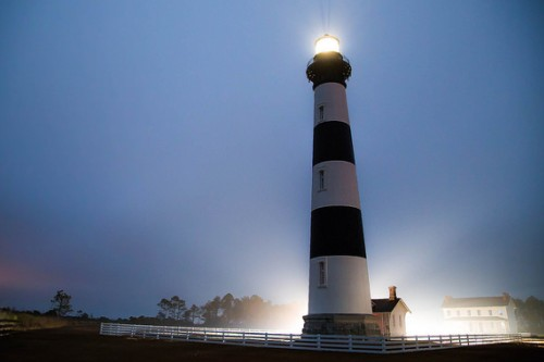 20150715-200_muses-Exclusiu_aniversari-Imatge_Bodie_Island_Lighthouse_William_Greene_CC2.0_Attribution-Text_T_escric_Tere_SM