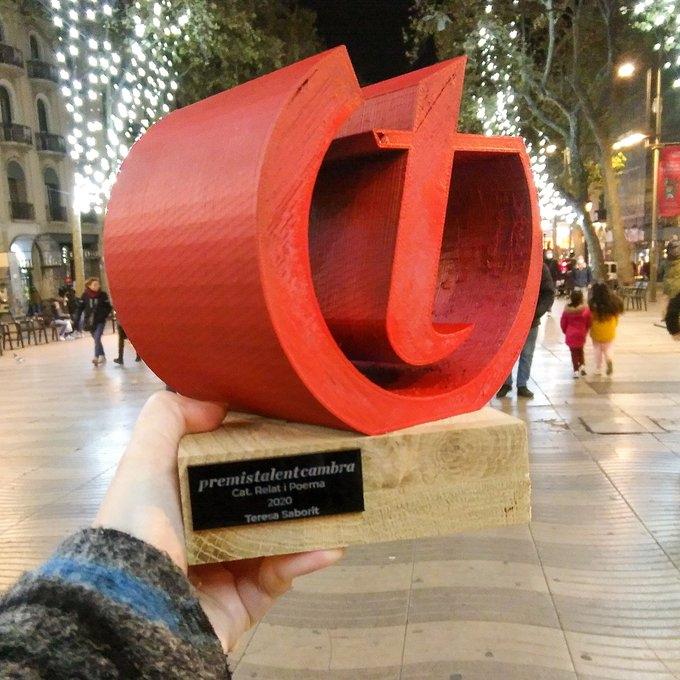20201205-Premi_Talent_Cambra_Barcelona_2020-Categoria_Relat_Poema-Trofeu_Narrativa_Novel-la-Teresa_Saborit