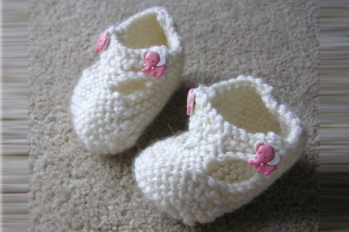 20150211-200_muses-Imatge_knit_baby_booties_normanack_CC2.0_Attribution-Text_Dignitat_Tere_SM