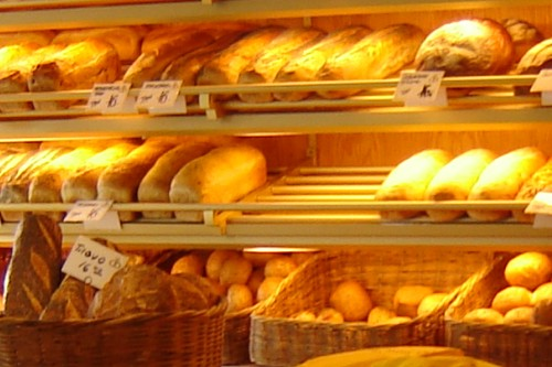 20150520-200_muses-Imatge_Dear_Inge_in_the_local_bakery_storebukkebr_CC2.0_Attribution-Text_Els_jubilats_se_n_van_a_la_pastisseria_Tere_SM