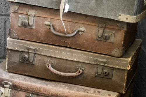 20151029-200_muses-Imatge_Suitcases_William_Warby_CC2.0_Attribution-Text_Dues_maletes_de_pell_Tere_SM