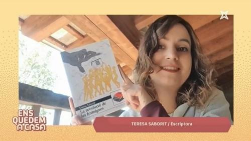 20200422-Especial_Sant_Jordi-LaXarxaTV-El9TV-Larevoluciodelesformigues-TeresaSaborit-Llibreries_obertes-Poeta_de_guardia